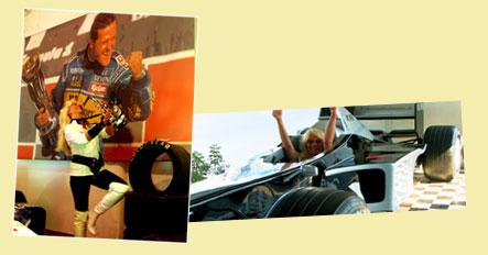Saxophonistin im Olympiamuseum Köln um im Formel-1 Wagen